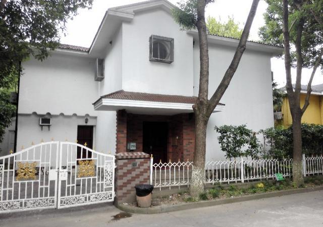 青浦区-久事西郊花园-4室2厅3卫-250㎡